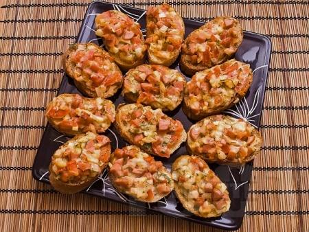 Детски мини пица сандвичи с шунка, кашкавал, яйце и домати - снимка на рецептата